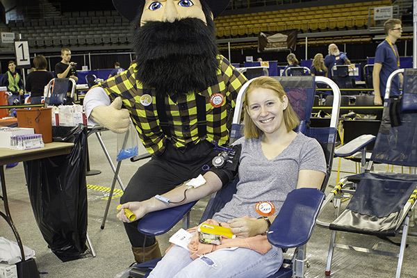 Homecoming Blood Drive sets national record