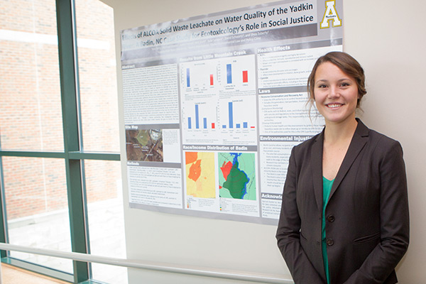 Environmental science major Tara Early creates prize-winning research poster, is honored by SETAC