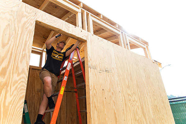 Appalachian students build tiny house for local nonprofit KAMPN