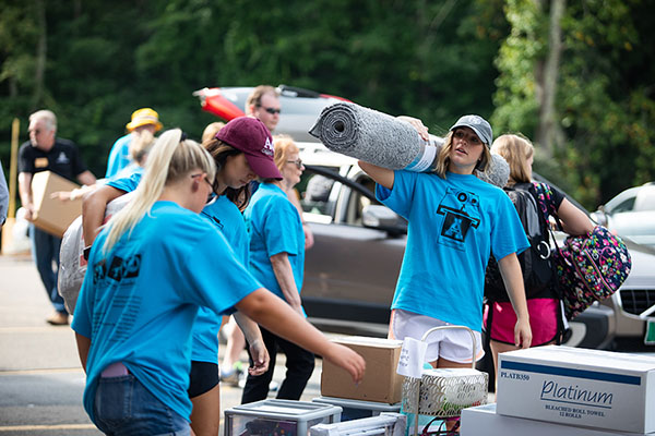 Appalachian's move-in day 2018 — a flow of first years, families and full vehicles