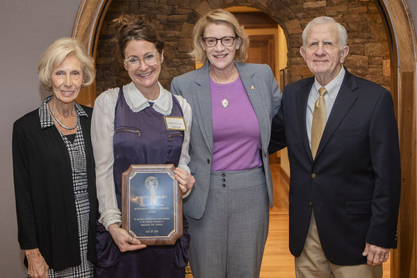 Dr. Martha McCaughey wins 2019 Durham Award for her advocacy of first-year students