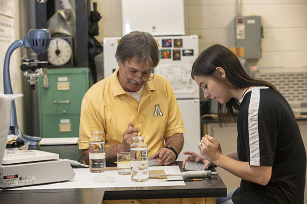 Faculty mentors help pave the way to success for App State transfer students