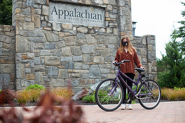 An act of App State kindness: University Post Office staff assemble bike for first-year student