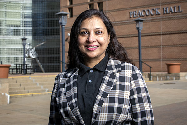 For 'the gram': App State's Dr. Lubna Nafees studies social media influencers